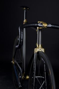 VRZ 2, track bike frame with 3D-printed titanium lugs, carbon fiber tubes. Weighs less than 11 pounds.