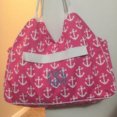 The perfect beach bag with new initials to take on the Honeymoon  #EtsyStar