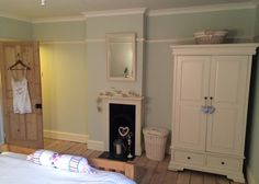 Modern Country Style: Farrow and Ball Pale Powder: Colour Case Study Click through for details. Pastel Bedroom, Bedroom Paint Colors, Paint Colors For Home, Paint Colours, Farrow And Ball Living Room, Farrow And Ball Paint, Farrow Ball, Modern Country Style, Country Style Homes