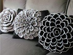 7 Innovative Cool Tips: Decorative Pillows On Bed Red rustic decorative pillows boho.Decorative Pillows Gold Black And White decorative pillows purple etsy.Decorative Pillows On Bed Yellow. Sewing Pillows, Diy Pillows, Decorative Throw Pillows, Accent Pillows, Cushions, White Pillows, Toss Pillows, Felt Flowers Patterns, Fabric Flowers