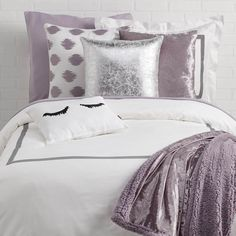 Dormify offers a ton of fashionable twin xl bedding options for your dorm room with dorm bedding sets that shows off your own personal style. Shop our collections today! Dorm Room Themes, Dorm Room Designs, Bedroom Themes, Bedroom Sets, Room Decor Bedroom, Bedroom Loft, Bedroom Apartment, Purple Bedroom Walls, Purple Bedrooms