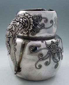 Whiting sterling water pitcher with applied flowers Vintage Silver, Antique Silver, Art Nouveau, Krystal, Metal Working, Silver Jewelry, Silver Rings, Tea Pots, Vintage Items
