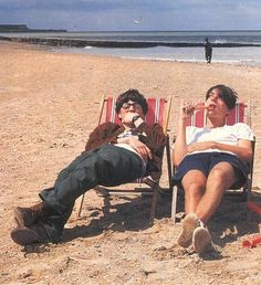 Graham Coxon and Alex James at the beach. Damon Albarn, Alex James Blur, Blur Band, Graham Coxon, Going Blind, Britpop, Daddy Issues, Wattpad, Teenage Dream