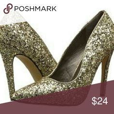 Ma Lamiss Glitter Gold Pumps These adorable shoes will add a bunch of sparkle to your outfit. Only worn once! ma lamiss Shoes Heels