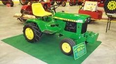 John Deere Garden Tractors, Lawn Tractors, Small Tractors, Old Tractors, John Deere Equipment, Hobby Farms, Lawn And Garden, Lawn Mower, Farming