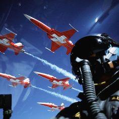La Patrouille Suisse est la patrouille acrobatique officielle des Forces aériennes suisses. Ambassadeur de prestige, la patrouille fait des démontrations aériennes en Suisse et à l'étranger.  Facebook Typique Suisse