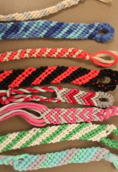 Punottuja nauhoja Techno, Friendship Bracelets, Macrame, Diy And Crafts, Jewlery, Crafty, Crochet, Vestidos, Jewerly