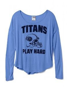 Go long! The Drapey Long-sleeve Tee from Victoria's Secret PINK has got spirit to spare. With a drapey, slightly oversized fit and dropped shoulders, this t-shirt is a top pick for game day (or everyday). From the Victoria's Secret PINK NFL Collection.