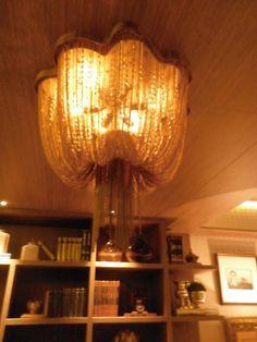 Home Theater. Designer de interiores Adélia Estevez .Detalhe da luminária acima da mesa de pôquer.