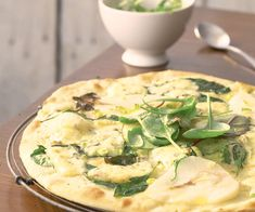 Pizza à la poire et fourme d'Ambert. Pizza Party, Flan, Camembert Cheese, Spaghetti, Quiches, Cooking, Foodies, Gourmet, Pizza