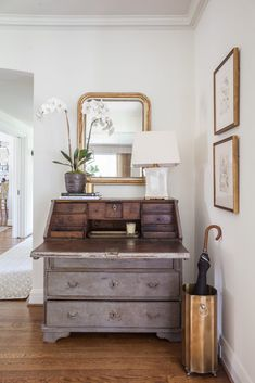 Modern Farmhouse Style – Quiet Moments of Simplicity – Marie Flanigan Interiors Modern Farmhouse Style – Quiet Moments of Simplicity – Marie Flanigan Interiors,JP Antiques Home Decor Kitchen, Home Decor Bedroom, Living Room Decor, Diy Home Decor, Entryway Decor, Warm Bedroom, Decor Room, Bedroom Ideas, Dining Room