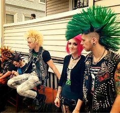 Group of punks Piercing Tattoo, Estilo Punk Rock, Dr. Martens, Arte Punk, Punk Rock Girls, Punk Baby, New Wave, Punk Rock Fashion, Skinhead