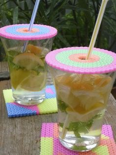 Je glas afdekken met een schijf van strijkkralen, tegen insecten. Om zelf te maken met vrolijke kleuren. #drinken #kinderen #DIY #strijkkralen