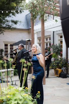 real wedding photo covid micro wedding backyard wedding evoke design and creative singer performing in navy evening gown Golden Wedding Anniversary, Anniversary Ideas, Navy Evening Gown, Tent Reception, Floral Event Design, Wedding Entertainment, Father Of The Bride, Hotel Wedding, Wedding Planning