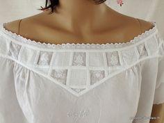 LINGE ANCIEN/ Rare modèle de chemise de jour avec empiècement brodé sur toile de lin fin