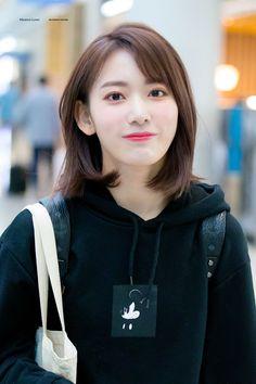 180928 ICN Miya and Ki-spiderman broadcast was also fun Kagoshima, Kpop Girl Groups, Kpop Girls, Pre Debut, Sakura Miyawaki, Japanese Girl Group, Japan Girl, My Idol, Short Hair Styles