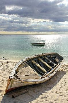 Beach Photography Types Of Photography, Aerial Photography, Wildlife Photography, Beach Photography, Mauritius, Boat Drawing, Boat Art, Old Boats, Boat Painting