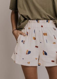 Vacation shorts for wome… Comfy Short Outfit Ideas. Vacation shorts for women. Elastic waist shorts with pockets. Casual outfit ideas for spring summer. Mode Outfits, Short Outfits, Casual Outfits, Men Casual, Olive Outfits, Fashion Outfits, Casual Shorts Outfit, Lace Outfit, Simple Outfits