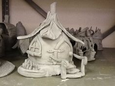Resultado de imagen de making a fairy house for elementary clay project Ceramics Projects, Clay Projects, Clay Crafts, Clay Fairy House, Fairy Garden Houses, Clay Houses, Ceramic Houses, Pottery Houses, Polymer Clay Fairy
