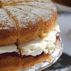 The Most Luscious Looking Victoria Sponge Cake!!