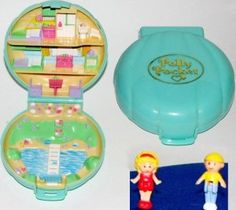 My very first Polly pocket <3