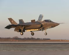 F-35B does the hovering