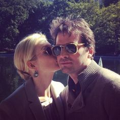 Aww <3 Kelly Rutherford and Matthew Settle :D Love this pic!