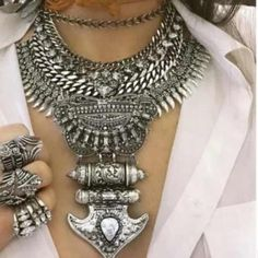 | New | Gorgeous statement necklace Brand new gorgeous statement necklace, chunky look. A mix of metal with faux crystals, such a daring and eye catching necklace. second pic is the item you will receive! BUNDLE & SAVE 25% ❌ TRADES ❌ Jewelry Necklaces