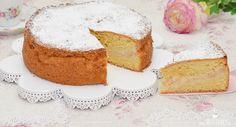 Rezepte für einen leckeren Apfelkuchen bekommt man nie genug. Bei diesem Rezept wird ein schnell zubereiteter Rührteig mit gedünsteten Äpfeln eingeschichtet