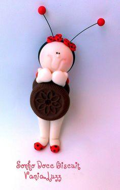 *SORRY, no confirmation as to material used (questioning cold porcelain) Joaninha o último recheio do biscoito kkkkkkkkkk by Sonho Doce Biscuit *Vania.Luzz*, via Flickr