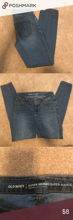 Old Navy skinny jeans Old Navy skinny jeans size 6.  Mid-rise and has a little stretch to them. Old Navy Jeans Skinny