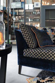 Palais, een prachtige en hoogwaardige fluwelen stof. Klassiek ontmoet modern, want Palais combineert prachtig met een modern interieur. Gun uzelf de luxe en weelde van onze meubelstoffen.