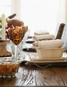 ZsaZsa Bellagio: Home Sweet Charm Love the tortoise glasses and the layered placesetting Place Settings, Table Settings, Rustic Farm Table, Pumpkin Spice Candle, Dinner And A Movie, Entertainment Table, African Home Decor, Roasting Marshmallows, Kitchen Dining