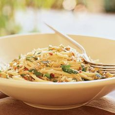 Think spaghetti recipes mean boring noodles with blah red sauce? Spaghetti is a super versatile pasta, lending itself to flavorful Clam Recipes, Seafood Recipes, Pasta Recipes, Dinner Recipes, Cooking Recipes, Shellfish Recipes, Top Recipes, Best Spaghetti Recipe, Spaghetti Recipes