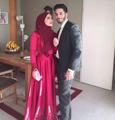 Wedding Couple Poses Photography, Wedding Couple Photos, Cute Couple Pictures, Wedding Pictures, Photography Poses, Wedding Ideas, Muslimah Wedding Dress, Hijab Wedding Dresses, Hijab Bride