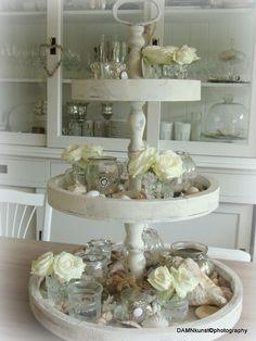 Etagiére, altijd een leuke decoratie, die je op alle manieren kunt afwisselen, zo heb je steeds weer iets anders.