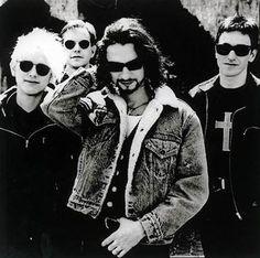 I Depeche Mode, quando divorati da sensi di colpa biblici (e dall'eroina) si trasformarono in icone sensuali del disfacimento.