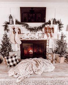 Christmas Mantels, Cozy Christmas, Rustic Christmas, Christmas Trees, Christmas Fireplace Decorations, Christmas Mantle Decorations, Winter Decorations, Christmas Villages, Silver Christmas