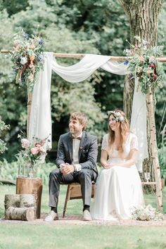 39 Beautiful and Sweet Bohemian Wedding Decoration Hochzeitsthemen Bohemian Style Wedding Dresses, Red Wedding Gowns, Bohemian Wedding Theme, Bohemian Wedding Invitations, Bohemian Wedding Decorations, Purple Wedding, Wedding Bells, Wedding Ceremony, Wedding Flowers