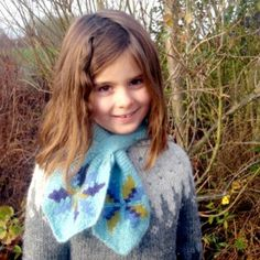 Vintage scarf with Icelandic roses free knitting pattern