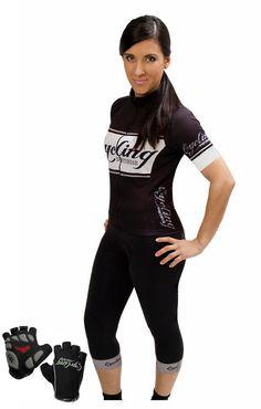 Conjunto corto de ciclismo para mujer fabricado con tejidos de la mejor calidad procedentes de Italia. Acabados de corte por láser. Badana woman desarrollada exclusivamente para mujeres.