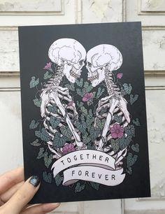 Together forever (black background) Skeleton Love, Skeleton Art, Halloween Wallpaper Iphone, Arte Horror, Dope Art, Halloween Art, Body Art Tattoos, Skull Sleeve Tattoos, Art Inspo