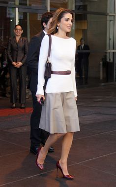 Queen Rania of Jordan looking so chic in New York. Love the look she's sporting.
