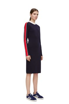 <p>A knee-length dress knitted in extra fine organic merino. Contrasting panels along the sleeves and a ribbed neck add a sporty feeling to the look. Figure
