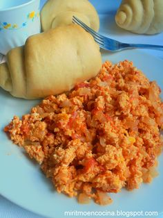Huevos pericos Achiote, Chocolate Caliente, Grubs, Omelette, Fried Rice, Quiche, Eggs, Yummy Food, Breakfast