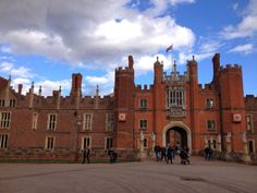 V-Bubbly: Things to do in London #20  Hampton Court Palace