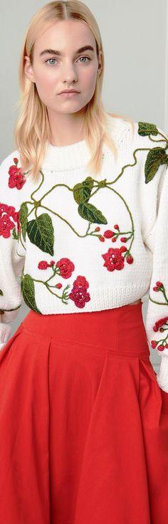 Oscar de la Renta Resort 2019 Floral Fashion, Knit Fashion, Fashion Show, Womens Fashion, Fashion Design, Fashion Trends, Knitting Designs, Wool Sweaters, Summer Looks