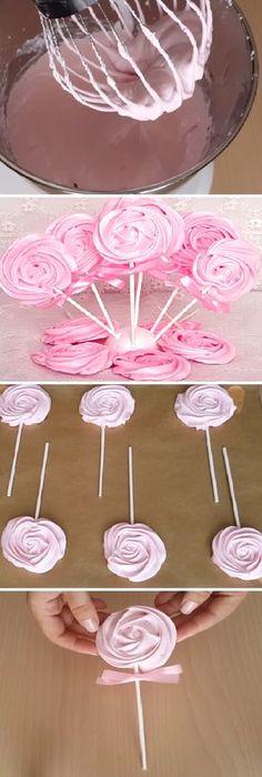 Cómo hacer unas bonitas piruletas de merenguitos o suspiros ideales para poner en una mesa dulce, un cumpleaños o para decorar una tarta. #piruletas #cakepops #cake #cumpleaños #cumple #happybirthday #birthday #mesadedulces #negocio #merenguitos #suspiros #kids #receta #recipe #casero #torta #tartas #pastel #nestlecocina #bizcocho #bizcochuelo #tasty #cocina #chocolate #pan #panes Si te gusta dinos HOLA y dale a Me Gusta MIREN …