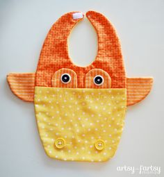 Giraffe Bib ~ Adorable pattern, perfect for all the upcoming baby showers!