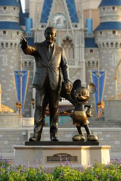 This week in Disney history, back in the Partners Statue was unveiled at Magic Kingdom Park here at the Walt Disney World Resort. This statue of Walt Disney and Mickey Mouse, which is positioned in front of Cinderella Castle, was the second Walt Disney World, Disney Parks, Disney World Fotos, Disney World Resorts, Disney Films, Disney Vacations, Disney Love, Disney Pixar, Disney World Pictures